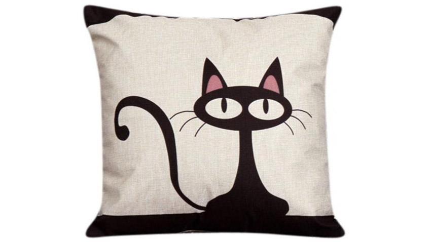 Párna macskás grafikával